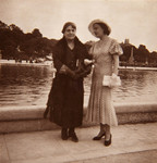 Tefta me t' ëmën, Paris, 1934